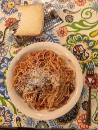Spaguetti and meat balls with pecorino cheese