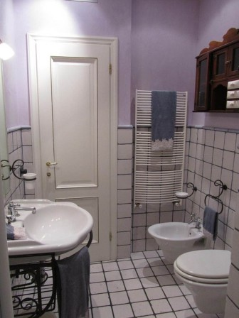 Lucca Apartment bathroom (web source)